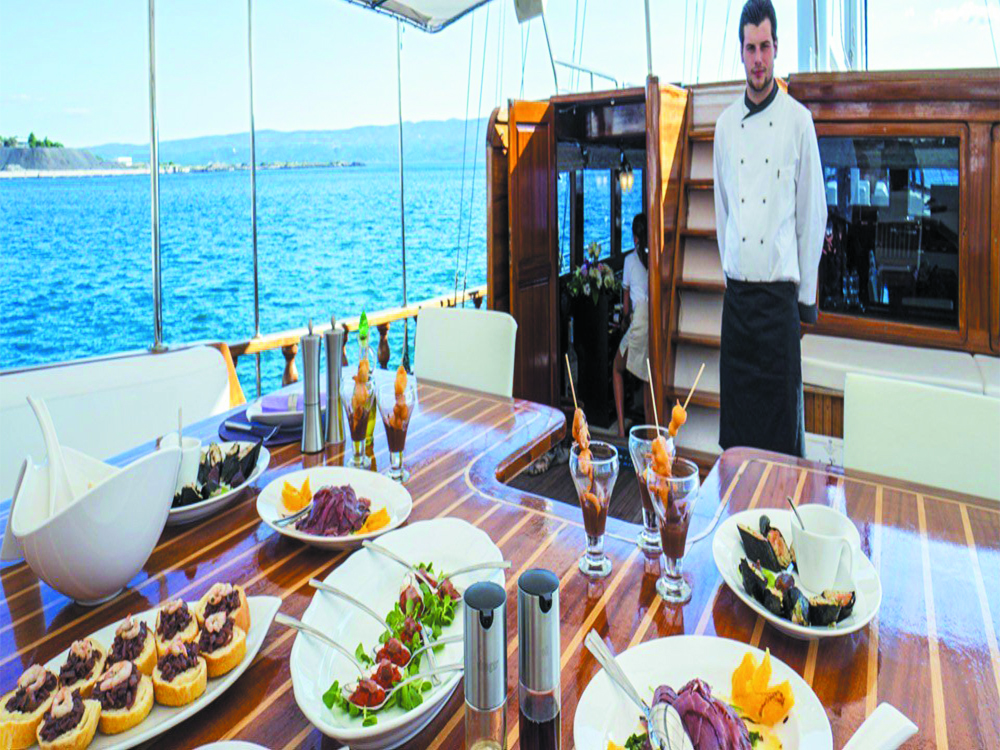 Boat food catering service