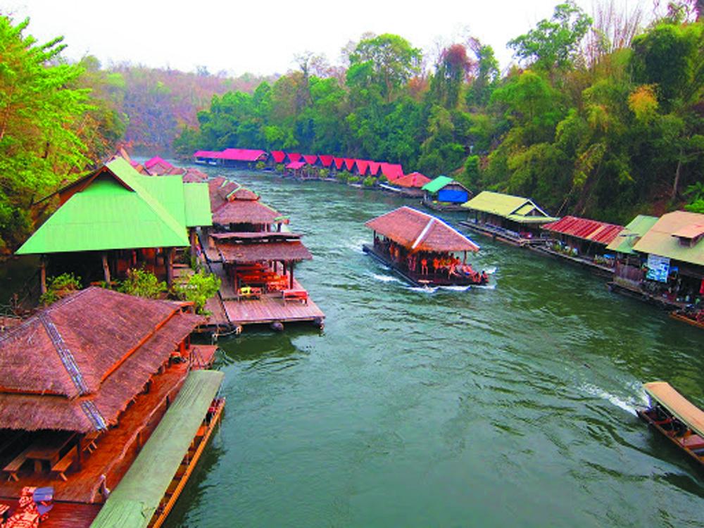 Boat party in Sai Yok